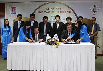 Đại diện Nippon Paint và Tổng Công ty XD Số 1 – TNHH MTV cùng ký kết thỏa thuận hợp tác
